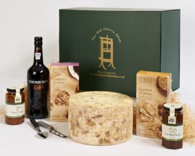 <p>Hartington Blue Stilton&#8218; Cockburn Port&#8218; a cheese knife&#8218; Sweet Apple Chutney&#8218; Apricot Chutney and two boxes of delicious Millers Toasts.</p>