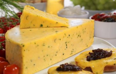 <p>Double Gloucester with Chives &#124; Hartington Cheese Shop</p>
