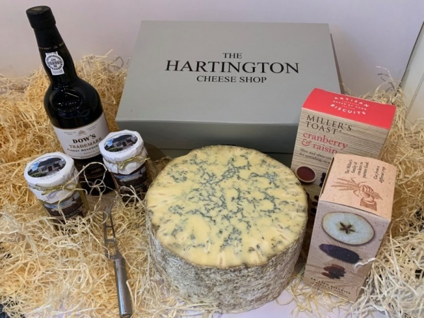 <p>Hartington Blue Stilton' Cockburn Port' a cheese knife' Sweet Apple Chutney' Apricot Chutney and two boxes of delicious Millers Toasts.</p>