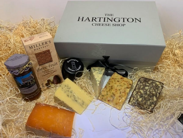 <p>Crackers' Chutney, Hartington Mature Cheddar Truckle' Irish Porter' Cheddar with Chilli & Lime' Vintage Red Leicester' Sage Derby and Hartington Blue Stilton.</p>