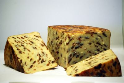 <p>Lancashire Cheese with apples&#8218; cinnamon and raisins &#124; Hartington Cheese Shop</p>