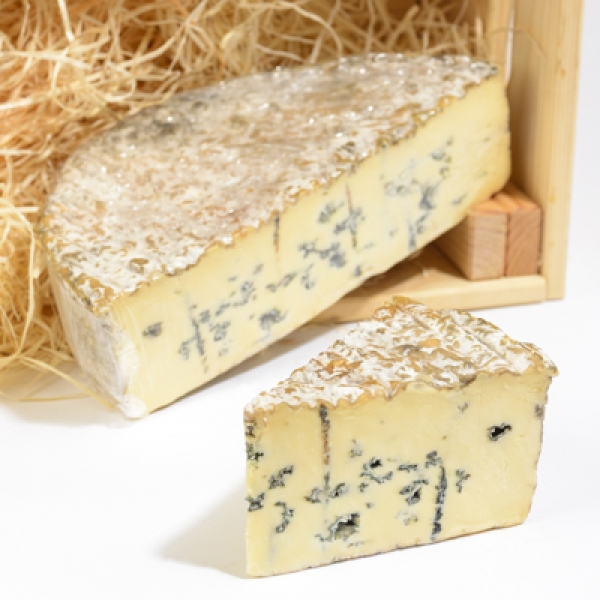 <p>Dovedale Blue is a blue veined' white full fat soft cheese | Hartington Cheese Shop</p>