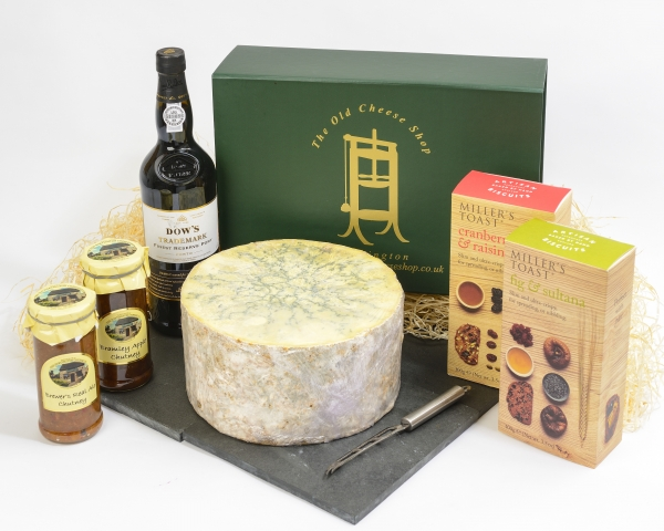 <p>Hartington Blue Stilton&sbquo; Cockburn Port&sbquo; a cheese knife&sbquo; Sweet Apple Chutney&sbquo; Apricot Chutney and two boxes of delicious Millers Toasts.</p>