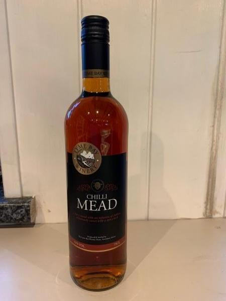 <p>Chilli mead has the perfect balance of sweet honey with a spicy kick of chillies which will leave your tongue tingling with delight.</p><p>Serve at room temperature and try with hard and strong cheeses.</p><p>Free from GMO's</p>